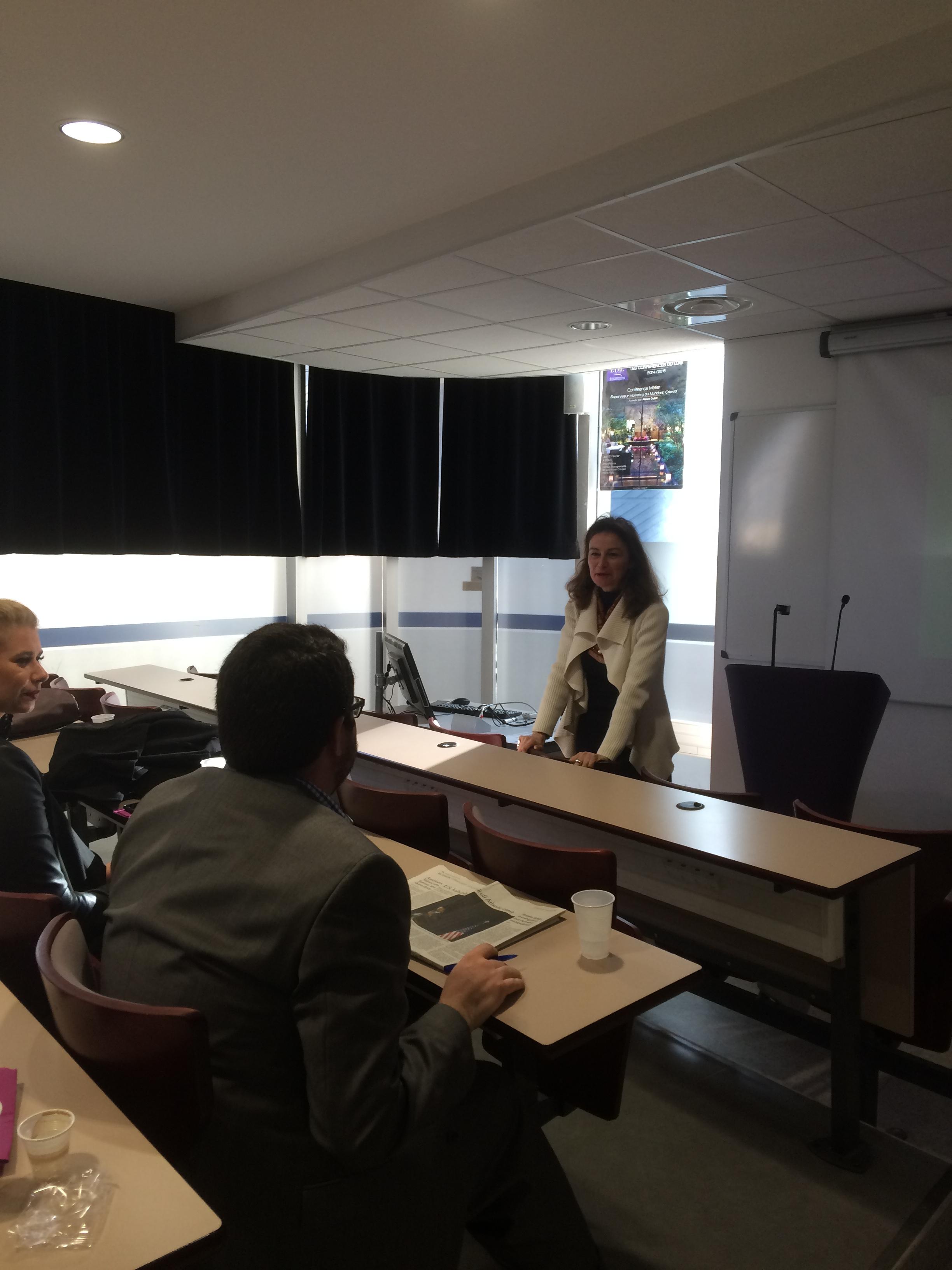 EIML Paris élèves dans la salle de conférences